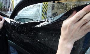 Как клеить тонировку: как тонируют стекла автомобиля (видео)?