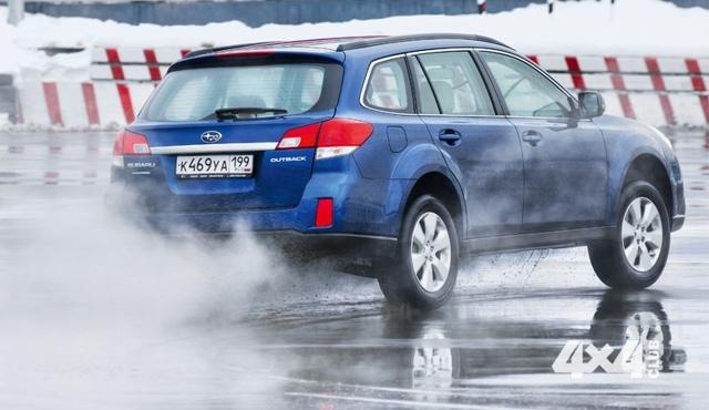 Трещины на кузове автомобиля на примере Subaru Outback 2013 года
