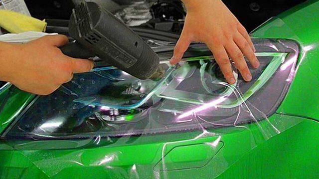 Пленка для бронирования фар на автомобиле