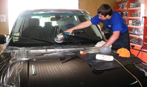 Полироль для стекла автомобиля: что лучше для лобового автостекла?