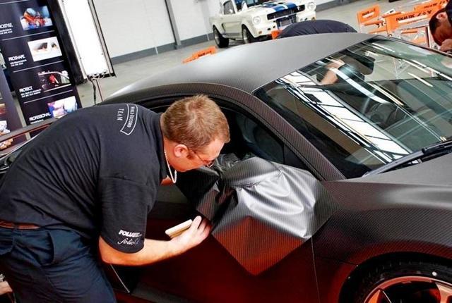 Как наклеить карбоновую пленку на пластик и кузов авто