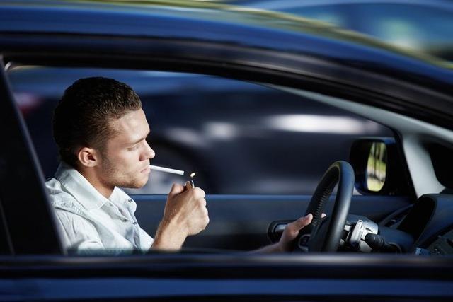 Как избавиться от запаха в автомобиле?
