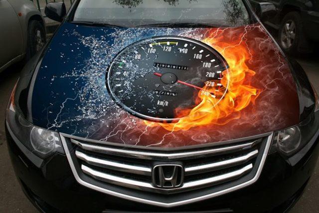 Наклейки на капот авто: особенности использования