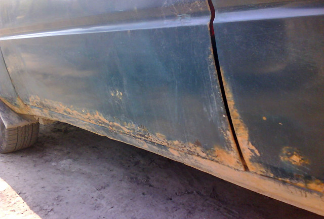 Коррозия двери автомобиля: как остановить ржавчину на двери авто?