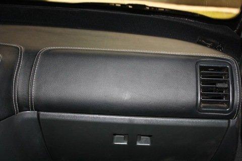 Оклейка салона авто: пленка для отделки панели автомобиля